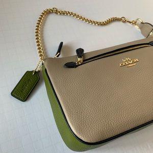 COACH NOLITA Wristlet 24 in Pebble Leather Bag